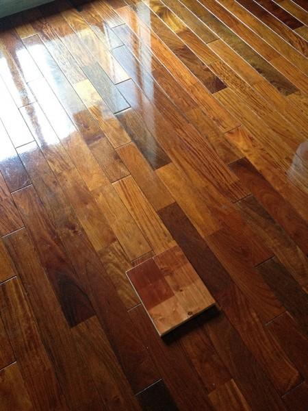 綺麗な木材塗装